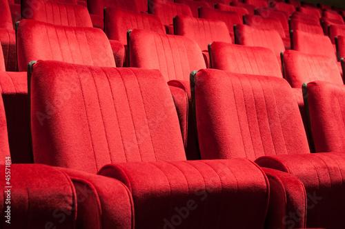 Leinwanddruck Bild red seats