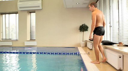 Sporty man training  in swimming pool