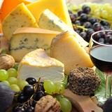 Käse mit Trauben und  Feigen