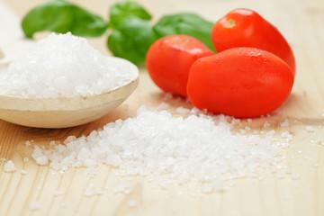 Mini Roma Tomaten und Meersalz