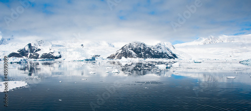 Foto op Aluminium Antarctica Beautiful panorama of mountains