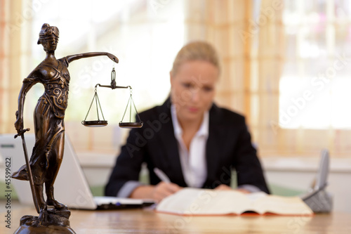Leinwandbild Motiv Anwalt im Büro