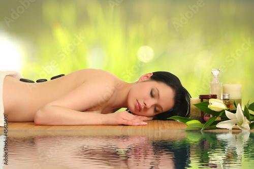 piękna kobieta relaks w spa