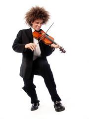 Musico estilo afro tocando un violín,compositor de música.