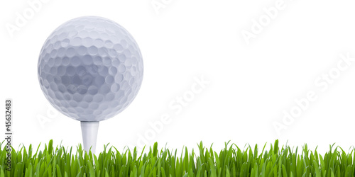 Golfball auf Tee