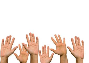 Viele nach oben gereckte Hände