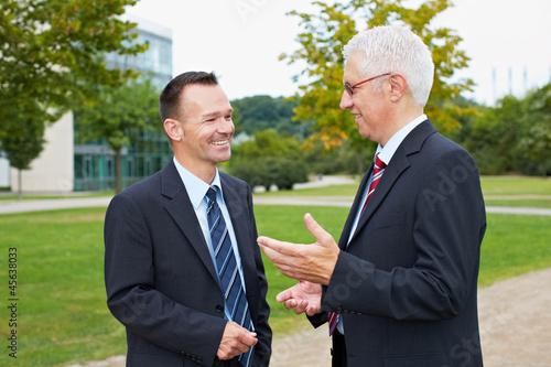 Geschäftsleute beim Dialog