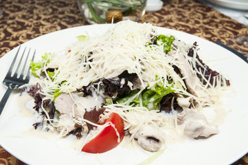 Салат из мяса и овощей