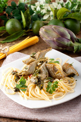 Spaghetti with artichokes and parsley