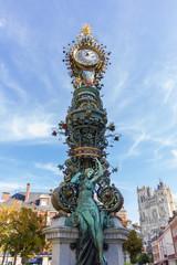 """Horloge """"Marie sans chemise"""" et cathédrale, Amiens"""