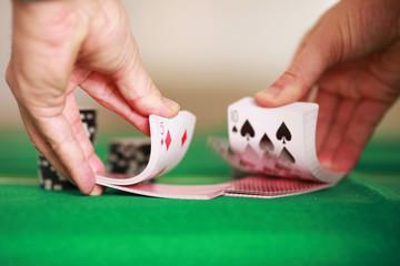 Spielkarten mischen