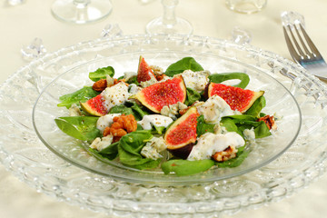 Figs salad with spinach, cheese and walnut