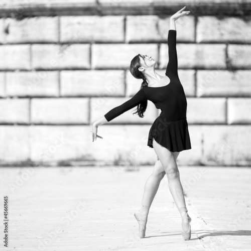 Young beautiful ballerina dancing in Tevere riverside in Rome - 45669665