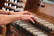 Leinwanddruck Bild - Orgel spielen