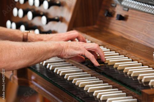 Leinwanddruck Bild Orgel spielen