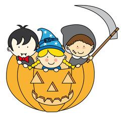 Niños disfrazados para Halloween dentro de una calabaza
