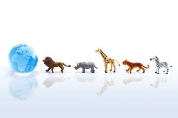 地球儀に向かう動物の群れ