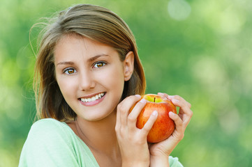 smiling beautiful young woman with apple