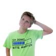 Junge mit T-Shirt: Ich denke... bitte warten