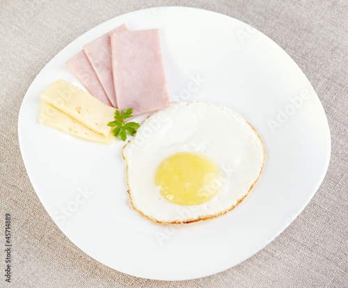 Fried eggs with cheese and ham