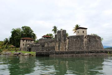 Fortaleza del caribe entre el río y el lago