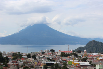 Sololá: pueblo con vista a Volcán y  Lago