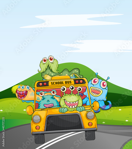 Fotobehang Schepselen monsters in schoolbus