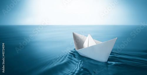 Leinwanddruck Bild paper boat