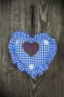 Herz in Blau Oktoberfest auf Holzwand