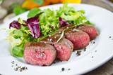 Fototapety Lammlachse mit Salat
