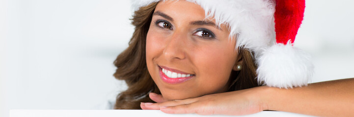 lächelnde weihnachtsfrau