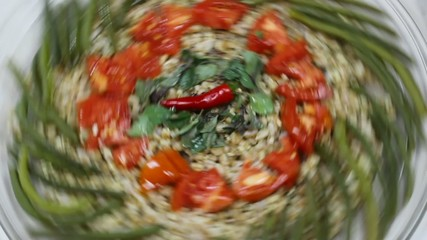 spelt plate with tomatoes, green beans
