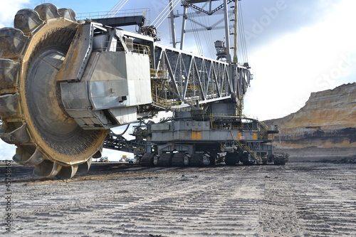 Schaufelradbagger im Tagebau - 45758467