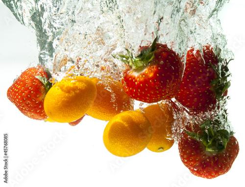 Foto op Canvas Opspattend water Strawberry and Mini Oranges Kumquarts splashing