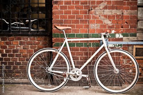 Leinwandbild Motiv City bicycle on red wall, vintage style