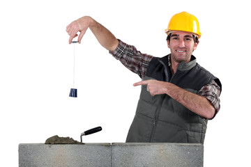a builder pointing a lead