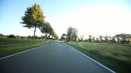 Autofahrt im Sonnenuntergang