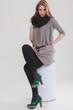 Junge Geschäftsfrau in modischen Outfit