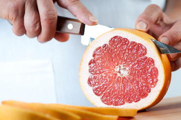 Food preparation – cutting a grapefruit