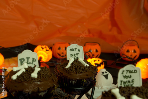 Halloween cupcakes - tombstones and ghosts