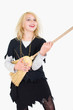 Hexenmädchen spielt Luftgitarre