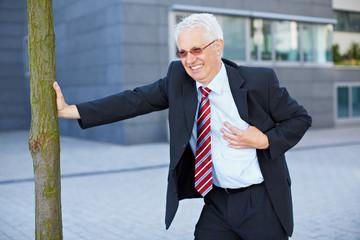 Geschäftsmann bekommt Herzinfarkt