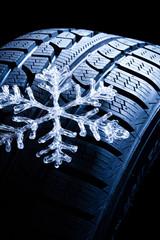 cristallo di ghiaccio su pneumatico invernale