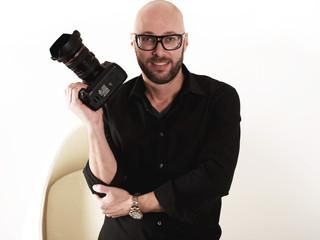 Erfolgreicher junger Fotograf