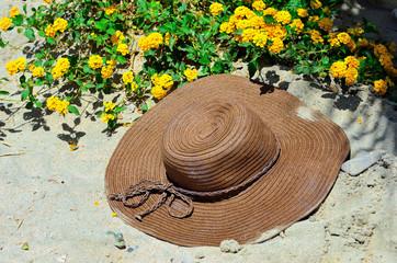 cappello e spiaggia