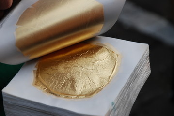 Blattgold Blattgoldschlagen Gold Schwabach Blattgoldschläger