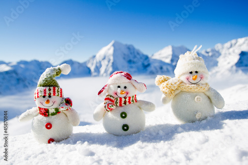 Snowman - happy winter friends - 45870844