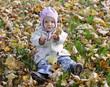 niemowle w liściach