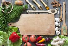 Groenten en kruiden vintage grens en lege snijplank