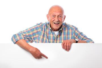 Senior mit Werbeschild